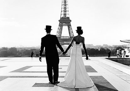 Rodney Smith | WESSEL AND MIRA HOLDING HANDS IN FRONT OF THE EIFFEL TOWER, PARIS, FRANCE, 2007